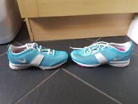 NIKE ZOOM ladies size 4 trainers