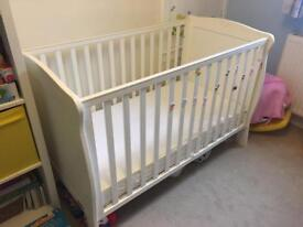 LOVELY MAMAS & PAPAS COT