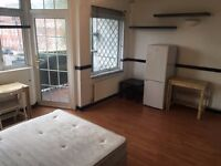 2 Stunning Double Rooms - Available now in Stepney Green