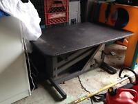 Hydraulic dog grooming tables
