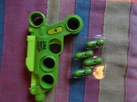 Children's toy gun wit poppers
