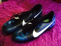 Football boots size 6 (40) NIKE . Christian Ronaldo football Boots . Look brand new .