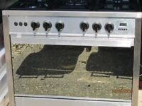 Used Gas Oven Universal Semi Professional 5 Burners and Oven .