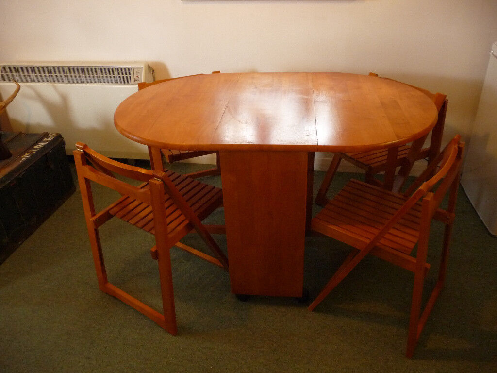 Butterfly table with a set of 4 chairs
