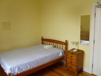 Sunny doubleroom in Leith townhouse. Suit couple. Rent includes Council Tax.