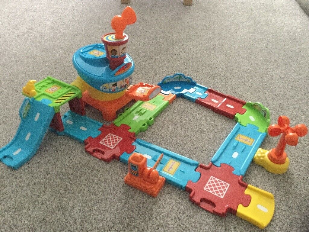 VTECH TOOT TOOT AIRPORT - LIKE NEW