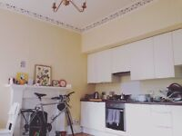 1 Bedroom to rent in lovely 2 bedroom Abbeyhill flat