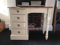 Lovely children's desk for sale with 4 drawers