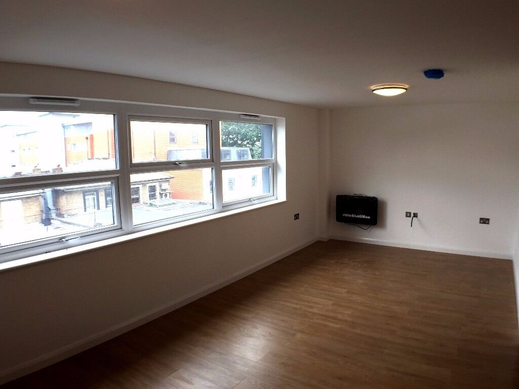 Brand New Luxurious Two Bedroom Flat in Ealing