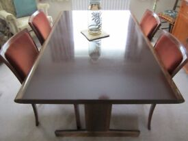 RARE Stunning dining table and 4 chairs by Swedish manufacturer Ulferts Möble Vintage Design.