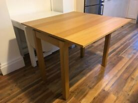 Extendable wooden table