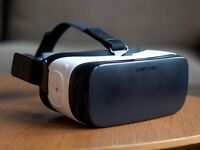 Samsung Gear VR (Excellent Condition) - Virtual Reality Headset