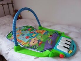 Play mat with musical keyboard