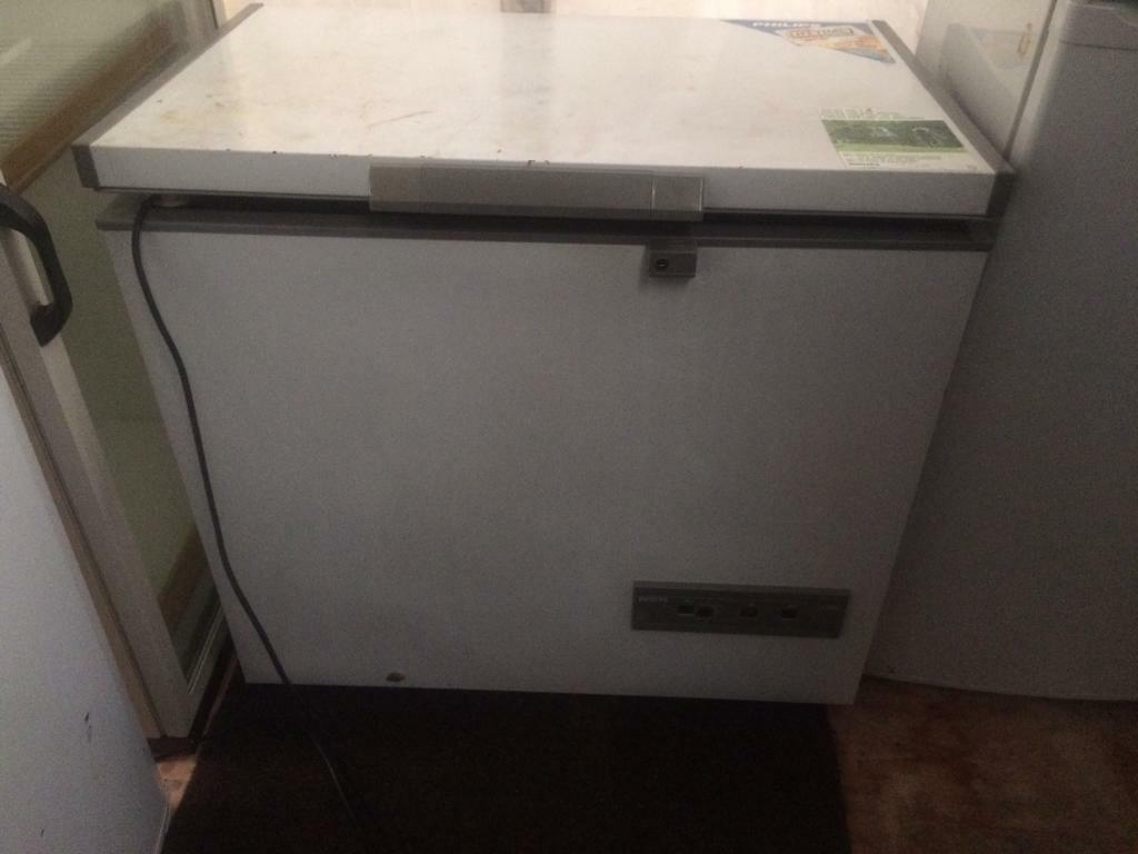 White Philips W 100cm chest freezer good condition with guarantee bargain