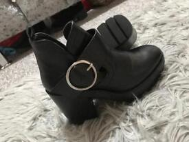Zara boots size 3 as new