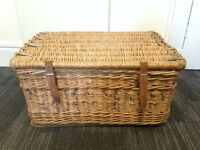 Antique/Vintage Wicker Hamper/Coffee Table/Storage/Basket/Trunk/Box