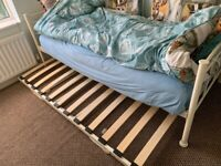 Single day bed with pull out