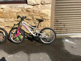 Girls Apollo pure shimano bike in silver with pink writing. Aged 5-8