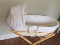 Shnuggle Moses basket with stand