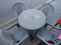A NICE GREY PLASTIC GARDEN TABLE AND 4 CHAIRS