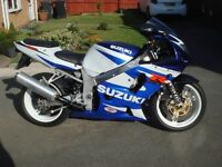 SUZUKI GSXR 600 K1 . 2001 Y , WHITE/BLUE , NEW TYRES , NOT CBR OR ZXR