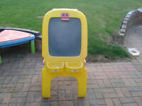 CHILDRENS CRAYOLA EASEL - OUTDOOR/INDOOR - FREE TO COLLECTOR