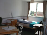 Very large double/twin room to rent in nice second floor flat central to Westbourne