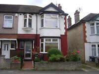 Chingford E4. Beautiful 4 bedroom family house with 2 receptions in Chingford Mount. £400pw