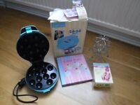 Lakeland Cake pop maker, book and stand