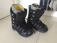 32 Lashed Snowboard boots - size 8