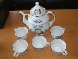 Russian teapot and cups.