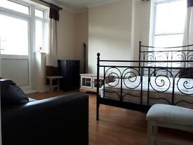 CAMDEN - Immaculate Newly renovated 3 bedroom flat in Kentish Town!