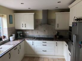 Fab Condition Fully Fitted Wren Kitchen + All Appliances