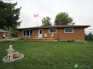 $699,000 - Bungalow for sale in Jerseyville