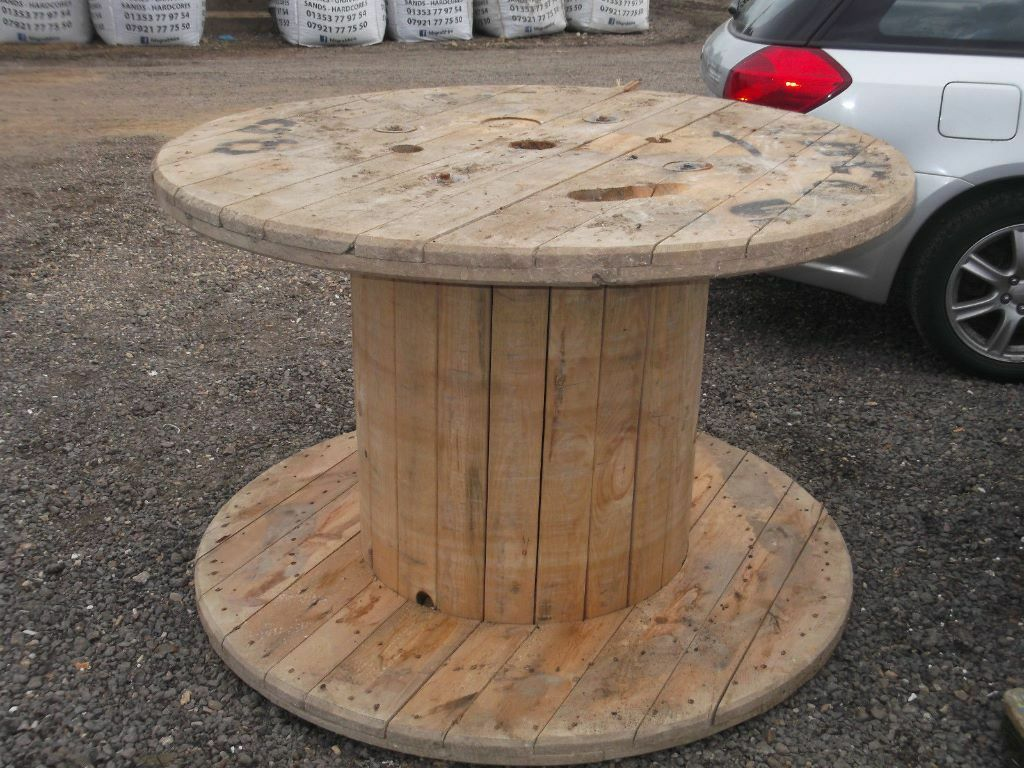 Large strong wooden cable reels garden tables shop for Cable reel table