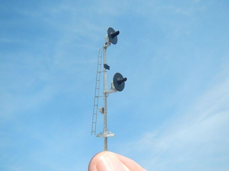 HO Scale Dwarf Pole Mount Searchlight Signal Kit TypeSA LED Light Capable (2302)