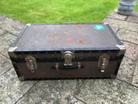 TRUNK 2 - VINTAGE METAL / LEATHER TRUNK / CHEST IDEAL FOR THE USE OF A RETRO COFFEE TABLE OR SIDE