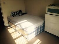Lovely double room available now in Clapham Junction