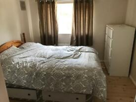 Large Double Room (all bills inc) near Central Line Tube