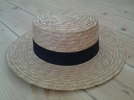Hat in very good condition, only worn once for a fancy dress party