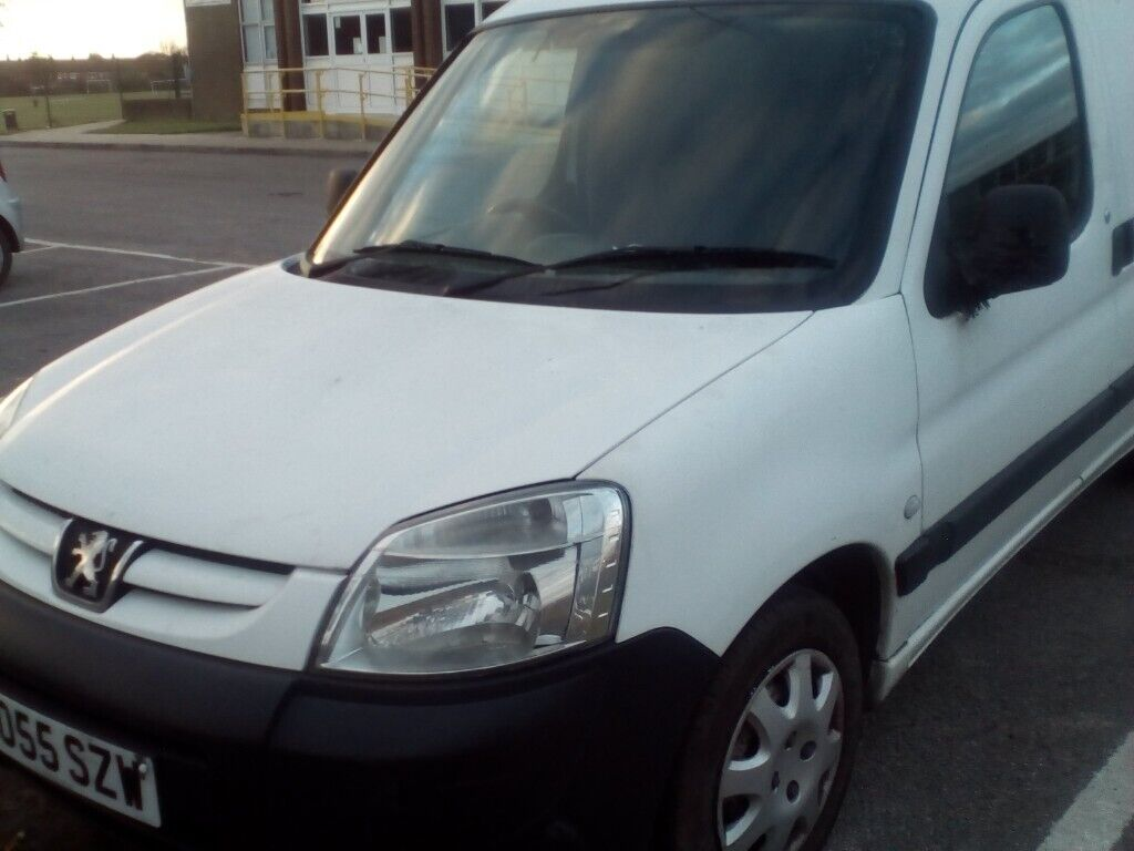 0db70c9b5d Peugeot Partner 05 van for sale with side and rear doors. Romford