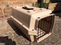 Pet travel box, sturdy plastic, suitable for cat, small dog or rabbit