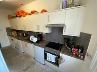 *AVAILABLE AUGUST* SB Lets are delighted to offer this spacious 6 bedroom maisonette in Hov