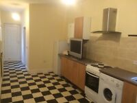 HUGE DOUBLE ROOM. AVAILABLE NOW!!!!!