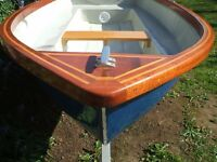 rowing boat/dinghy