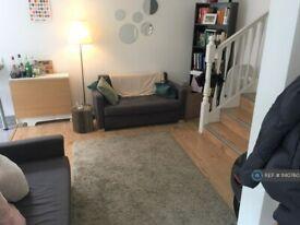 2 bedroom flat in Holloway Road, London, N7 (2 bed) (#1140760)