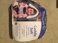 New baby head and body support for car seat/carrier