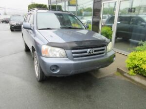 2005 Toyota Highlander 4WD V6 WITH CUSTOM ALLOYS