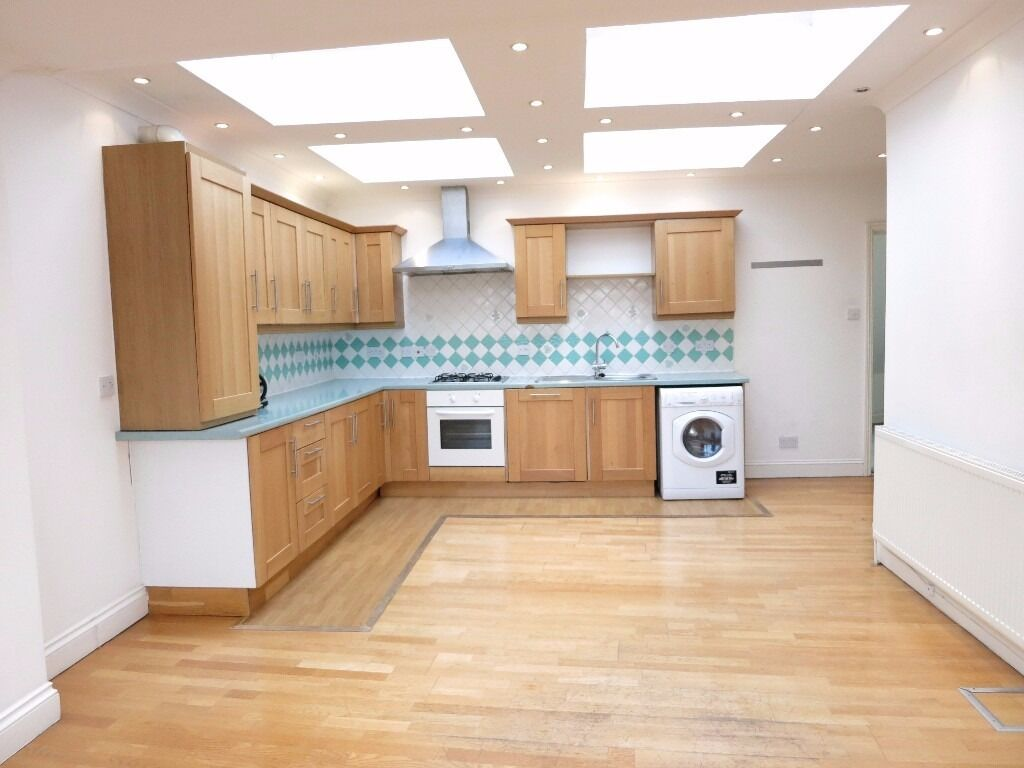 1 WEEKS RENT FREE SPACIOUS AND BRIGHT 3 BED FLAT CLOSE TO HIGHGATE STATION N6 GREAT LOCATION !!!!