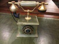 Onyx telephone